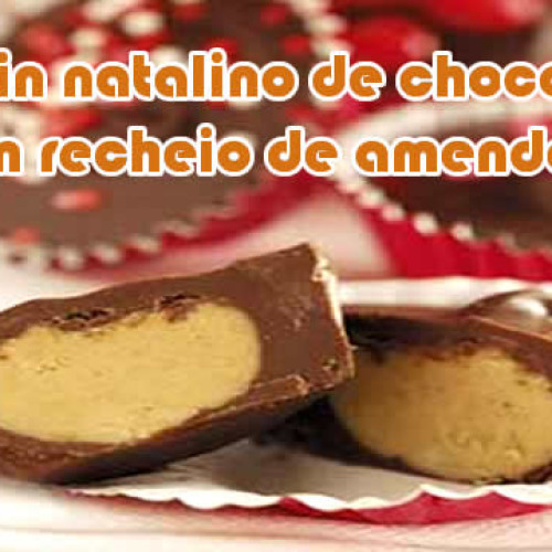 Copinhos de chocolate com manteiga de amendoim de Natal