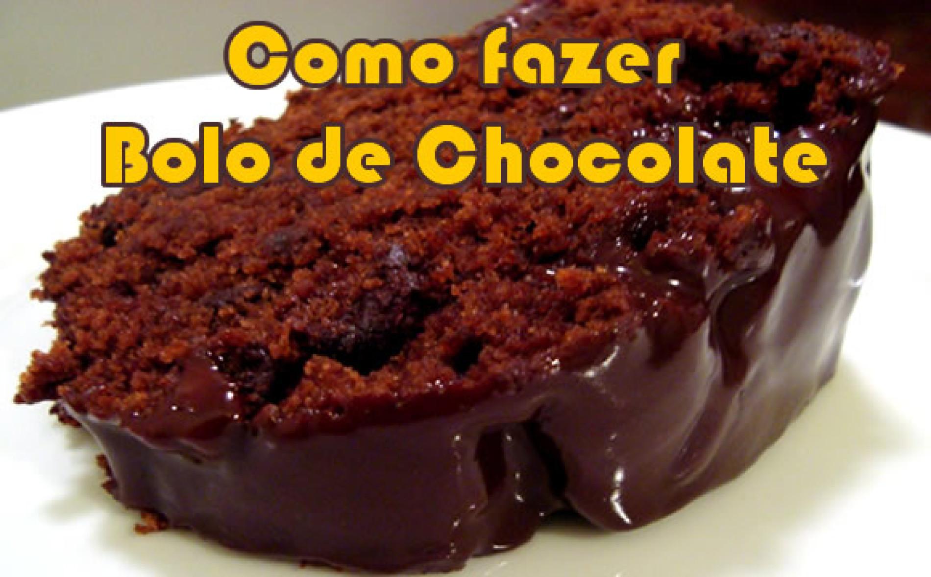 Receita de bolo de chocolate simples fácil e molhadinho