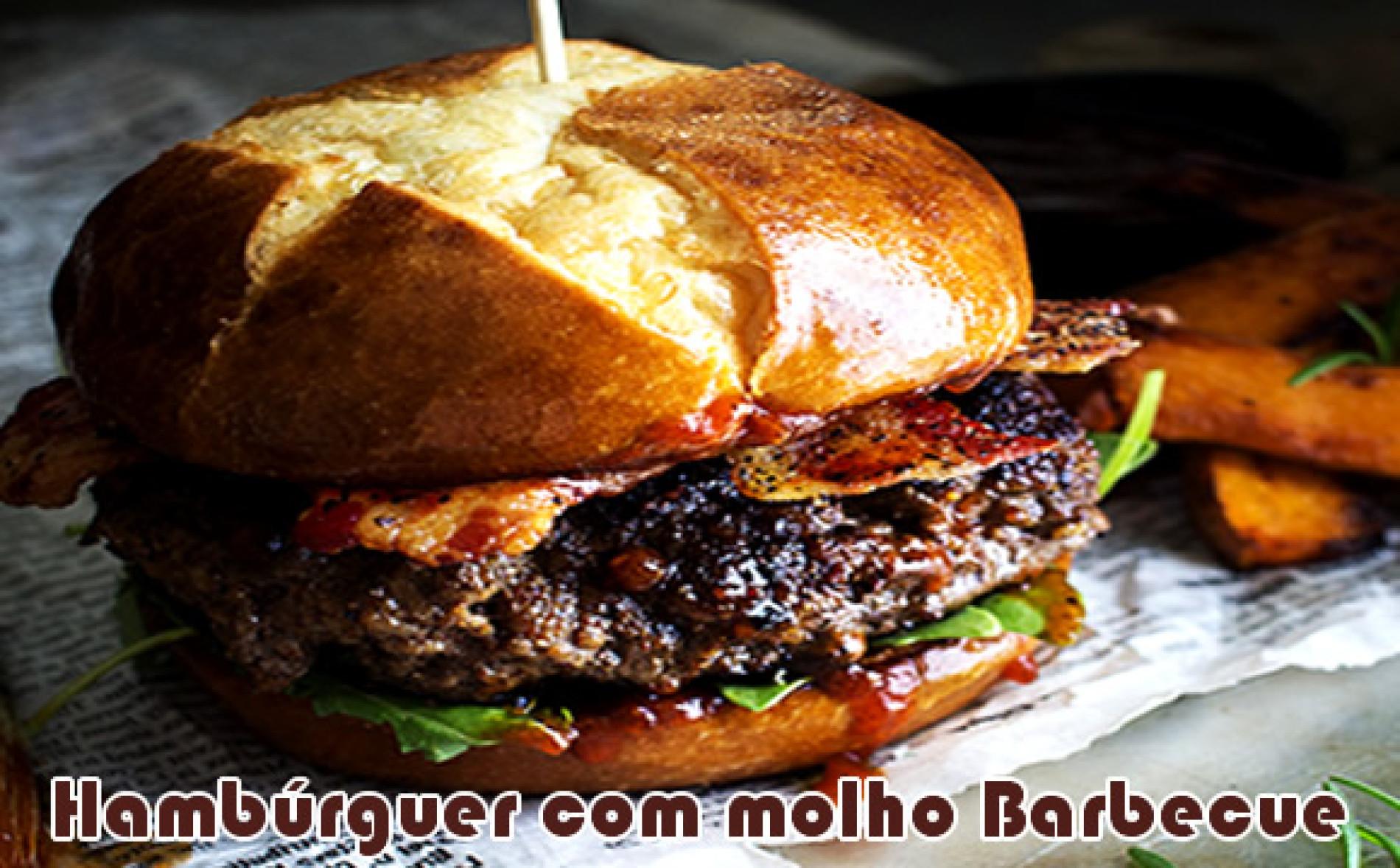 Hambúrguer caseiro com blend de fraldinha, acém, bacon com molho barbecue