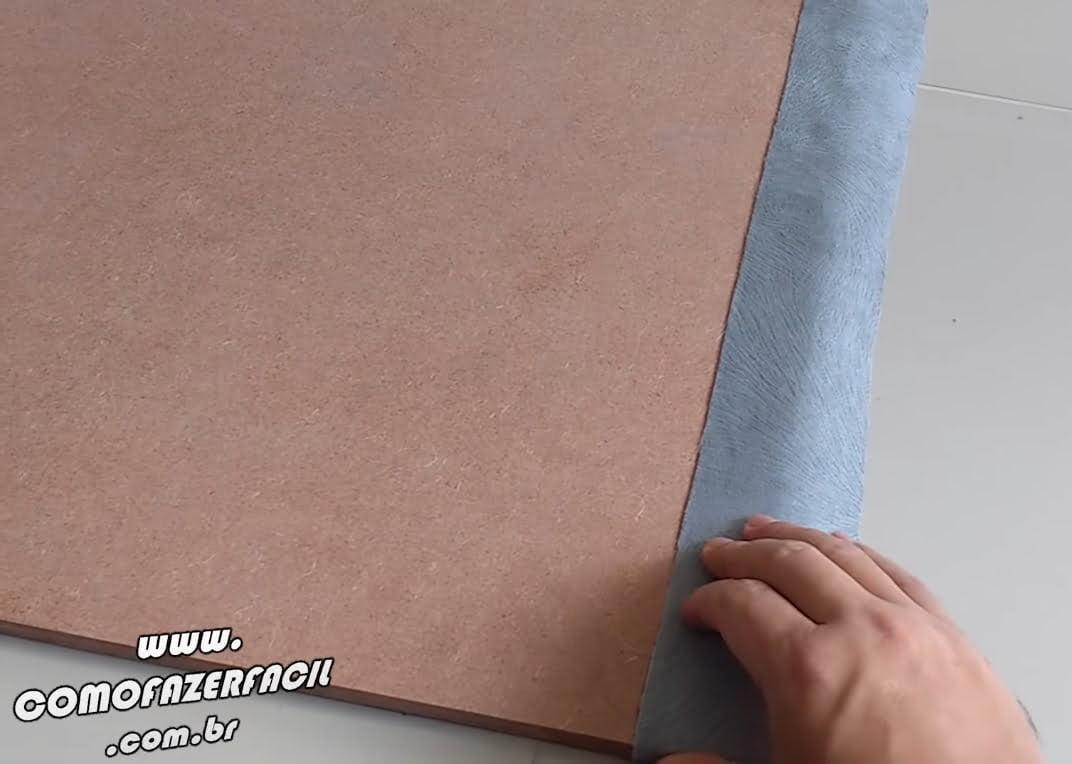 colocando tecido em volta da cabeceira