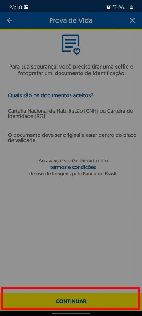 tirando foto do documento para fazer prova de vida digital no aplicativo do banco do bb
